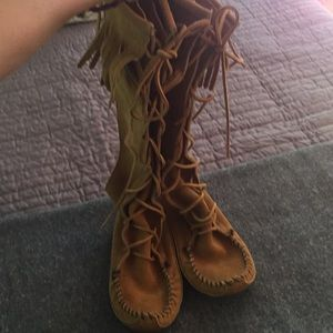 Size 5 girls soft sole tall moccasin boots EUC